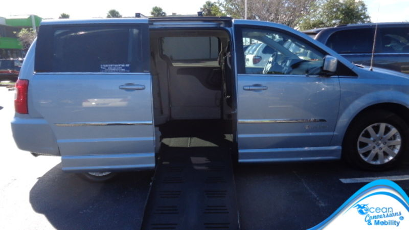 Used 2013 Chrysler Town and Country.  ConversionBraunAbility Dodge Entervan II