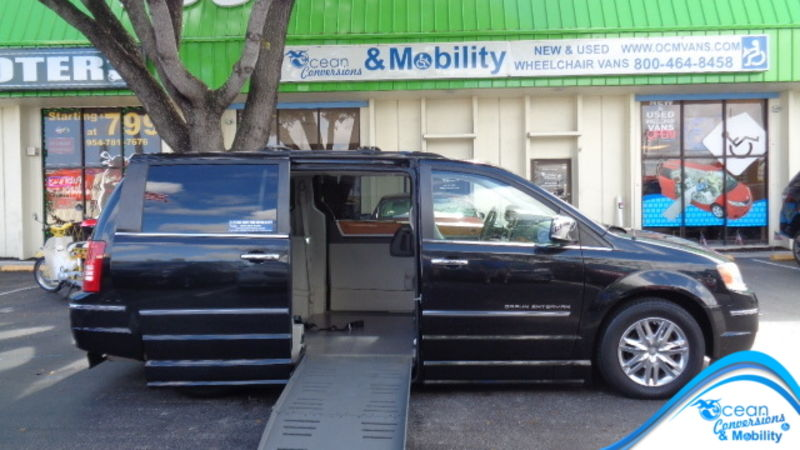 Used 2010 Chrysler Town and Country.  ConversionBraunAbility Dodge Entervan II