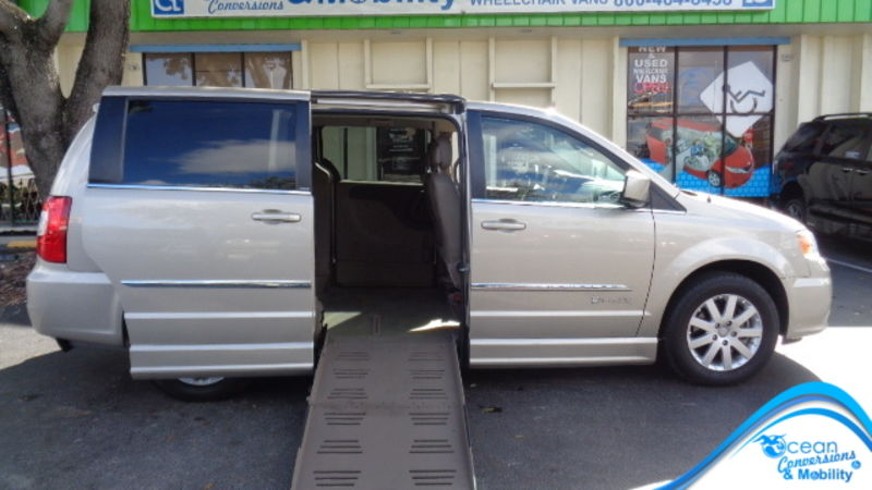 Used 2014 Chrysler Town and Country.  ConversionBraunAbility Dodge Entervan II