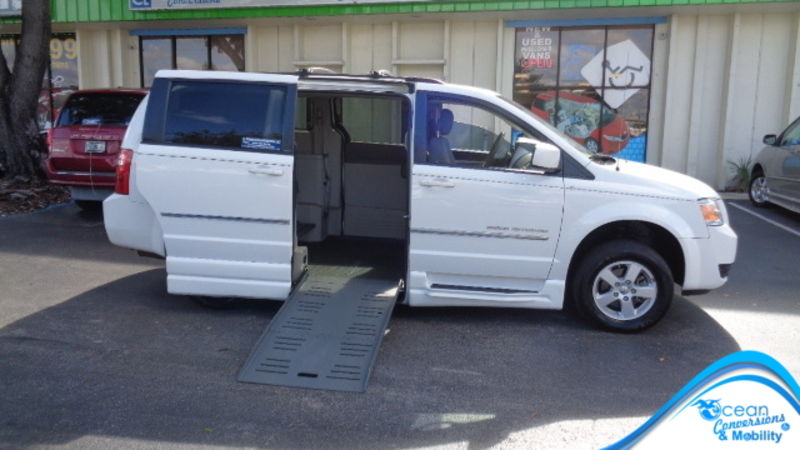 Used 2010 Dodge Grand Caravan.  ConversionBraunAbility Chrysler Entervan II