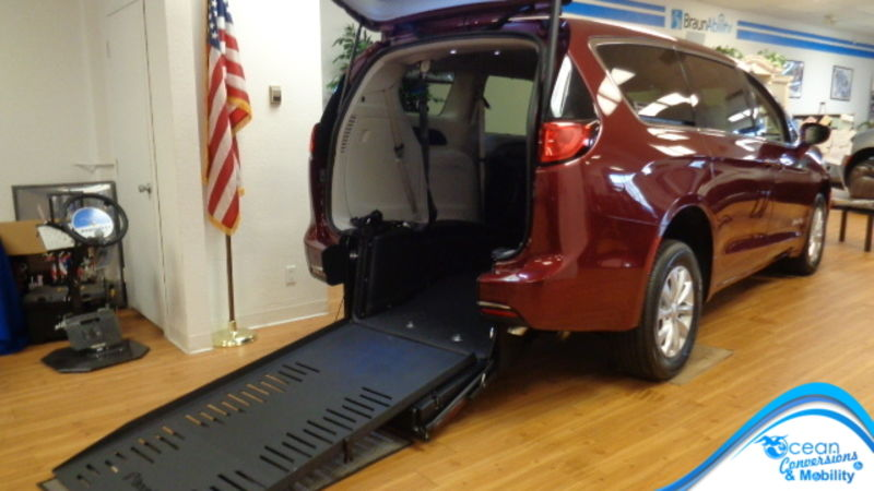 New 2018 Chrysler Pacifica.  ConversionBraunAbility Chrysler Pacifica Rear-Entry