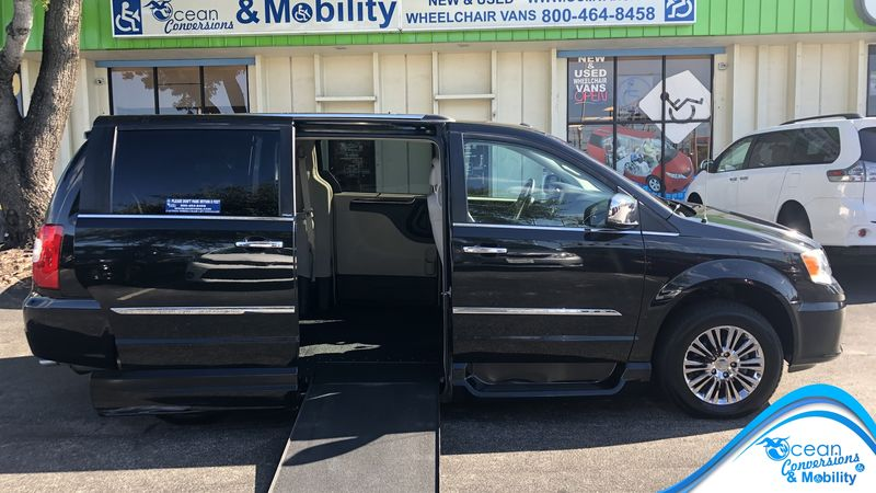 Used 2011 Chrysler Town and Country.  ConversionBraunAbility Dodge Entervan XT