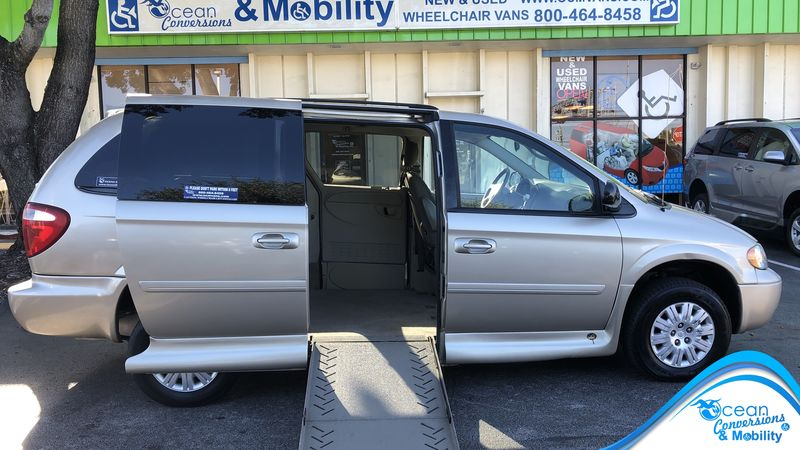 Used 2006 Chrysler Town and Country.  ConversionVMI Chrysler Northstar