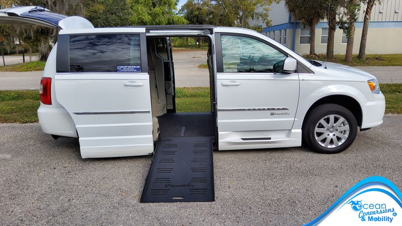 Used 2016 Chrysler Town and Country.  ConversionBraunAbility Chrysler Entervan XT