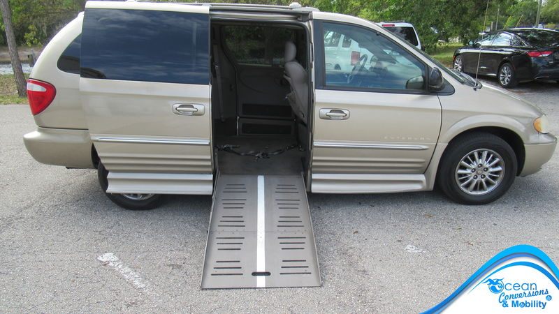 Used 2003 Chrysler Town and Country.  ConversionBraunAbility Chrysler Entervan II